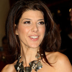 Marisa Tomei - Bildurheber: Von Tony Shek - Diese Datei ist ein Ausschnitt aus einer anderen Datei: Marisa Tomei TIFF 2012.jpghttps://www.flickr.com/photos/tonyshek/8092400815/, CC BY-SA 2.0, https://commons.wikimedia.org/w/index.php?curid=45247337