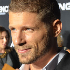 Matt Lauria - Bildurheber: Von Mingle Media TV - https://www.flickr.com/photos/minglemediatv/15235076590, CC BY-SA 2.0, https://commons.wikimedia.org/w/index.php?curid=37810787