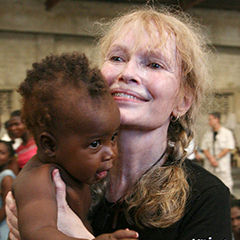 Mia Farrow - Bildurheber: Von UNICEF - http://www.flickr.com/photos/unicef/5782894311/, CC BY-SA 2.0, https://commons.wikimedia.org/w/index.php?curid=15365206