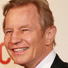 Michael York - Bildurheber: Von Jeremiah Garcia - originally posted to Flickr as Michael York and wife, Patricia McCallum, CC BY 2.0, https://commons.wikimedia.org/w/index.php?curid=42760246