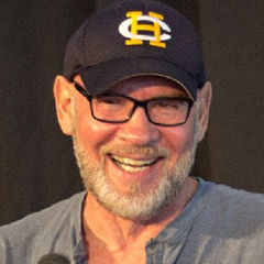 Mitch Pileggi - Bildurheber: By DatarkNZ [CC BY-SA 2.5 (http://creativecommons.org/licenses/by-sa/2.5)], via Wikimedia Commons