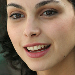 Morena Baccarin - Bildurheber: By Flickr user RavenU (http://www.flickr.com/photos/ravenu/257892162/) [CC BY 2.0 (http://creativecommons.org/licenses/by/2.0)], via Wikimedia Commons