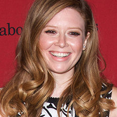 Natasha Lyonne - Bildurheber: Von Peabody Awards - http://www.flickr.com/photos/peabodyawards/14097794310/, CC BY 2.0, https://commons.wikimedia.org/w/index.php?curid=33041536