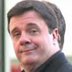 Nathan Lane - Bildurheber: Von SFTVLGUY2 - User-created image, Gemeinfrei, https://commons.wikimedia.org/w/index.php?curid=4109911