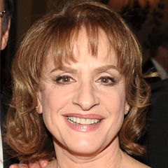 Patti LuPone - Bildurheber: Von Drama League from USA - Etro 053, CC BY 2.0, https://commons.wikimedia.org/w/index.php?curid=26050264
