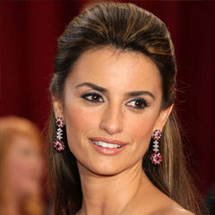 Penélope Cruz - Bildurheber: Von Joelle Maslaton from New York, usa - Penelope Cruz in Dior at the Red Carpet, CC BY-SA 3.0, https://commons.wikimedia.org/w/index.php?curid=5229319