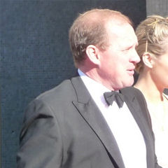 Peter Firth - Bildurheber: Von Damien Everett from Southampton, UK - cropped from Peter Firth at the BAFTA's (with fellow Spooks cast member, Miranda Raison)., CC BY 2.0, https://commons.wikimedia.org/w/index.php?curid=10593019