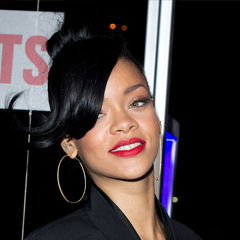 Rihanna - Bildurheber: Von Liam Mendes - http://www.flickr.com/photos/liammendes/8006075036/, CC BY-SA 2.0, https://commons.wikimedia.org/w/index.php?curid=21983927