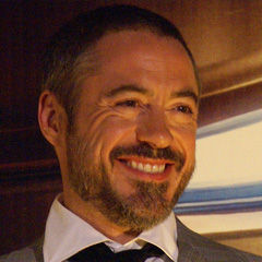Robert Downey Jr. - Bildurheber: Von Robert_Downey_Jr-2008.JPG: Edgar Meritanoderivative work: RanZag (talk) - Robert_Downey_Jr-2008.JPG, CC BY-SA 3.0, https://commons.wikimedia.org/w/index.php?curid=17767471
