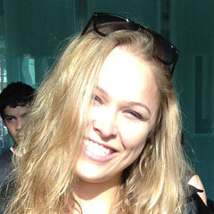 Ronda Rousey - Bildurheber: Von PedroGaytan - http://www.flickr.com/photos/51590470@N08/7186726600/in/photostream, CC BY 2.0, https://commons.wikimedia.org/w/index.php?curid=20283521