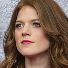 Rose Leslie - Bildurheber: Von Suzi Pratt, CC BY-SA 2.0, https://commons.wikimedia.org/w/index.php?curid=25371157