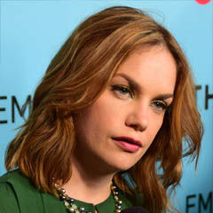 Ruth Wilson - Bildurheber: Von Mingle MediaTV - https://www.flickr.com/photos/minglemediatv/16784616884/, CC BY-SA 2.0, https://commons.wikimedia.org/w/index.php?curid=40223016