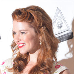 Sarah Drew - Bildurheber: Von Mingle MediaTV - cropped from, CC BY-SA 2.0, https://commons.wikimedia.org/w/index.php?curid=26978970