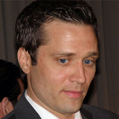 Seamus Dever - Bildurheber: Von Photo by JenniferCropped and retouched by Danyele - Flickr (original photo), CC BY-SA 2.0, https://commons.wikimedia.org/w/index.php?curid=46636500