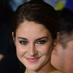 Shailene Woodley - Bildurheber: Von Mingle Media TV - https://www.flickr.com/photos/minglemediatv/13292902315, CC BY-SA 2.0, https://commons.wikimedia.org/w/index.php?curid=31975528