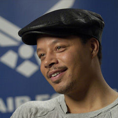 Terrence Howard - Bildurheber: Von Master Sgt. Jack Braden - http://www.af.mil/shared/media/photodb/photos/080527-F-1851B-218.jpg, Gemeinfrei, https://commons.wikimedia.org/w/index.php?curid=4381776