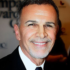 Tony Plana - Bildurheber: Von Hispanic Lifestyle - http://www.flickr.com/photos/38606294@N05/8500203030/, CC BY-SA 2.0, https://commons.wikimedia.org/w/index.php?curid=37182075