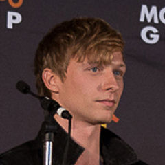 Will Tudor - Bildurheber: Von Ibsan73 - Humans MCM London Comic Con Panel 2015, CC BY-SA 2.0, https://commons.wikimedia.org/w/index.php?curid=45913449