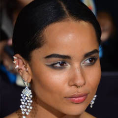 Zoë Kravitz - Bildurheber: Von Mingle Media TV - https://www.flickr.com/photos/minglemediatv/13292928375, CC BY-SA 2.0, https://commons.wikimedia.org/w/index.php?curid=31975545